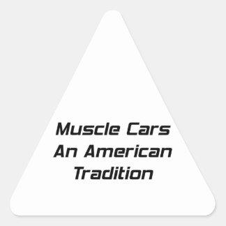 Coche del músculo una tradición americana pegatina triangular