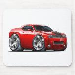 Coche del rojo del desafiador de Dodge Alfombrillas De Ratones