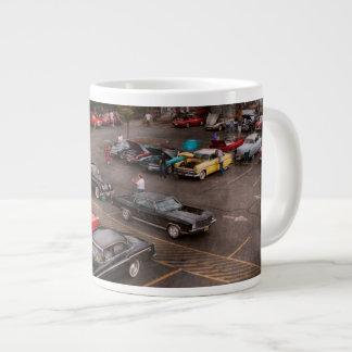 Coche - demostración de coche antiguo taza de café grande