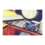 Coche miniatura de los azules del vintage en lona