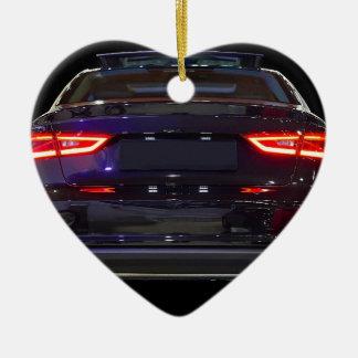 coche negro, luces rojas adorno de cerámica en forma de corazón