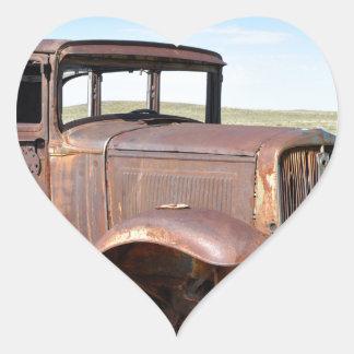 Coche oxidado Tr del Rt 66 los E.E.U.U. Petroliana Pegatina En Forma De Corazón