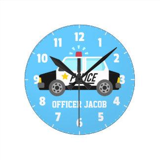 Coche policía clásico con la sirena para el sitio reloj redondo mediano