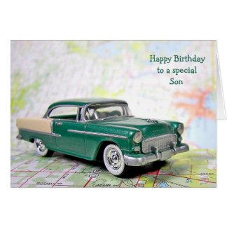 Coche retro para el cumpleaños del hijo tarjeta de felicitación