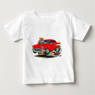Coche rojo 1957 de Chevy 150-210 Playera De Bebé