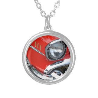 coche rojo clásico del vintage hermoso collares personalizados