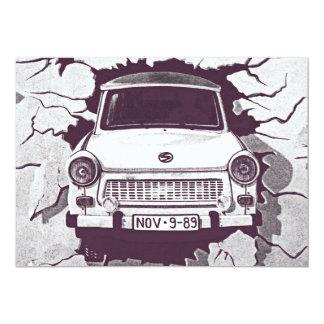 """Coche trabante, negro y blanco, muro de Berlín (1) Invitación 5"""" X 7"""""""