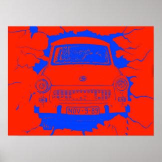 Coche trabante y muro de Berlín rojo/azul Póster