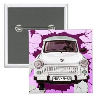 Coche trabante y muro de Berlín rosado/de la lila Pin