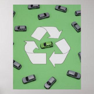 Coche verde rodeado por los coches grises póster