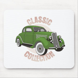 Coche verde viejo del vintage con los neumáticos d alfombrillas de ratón