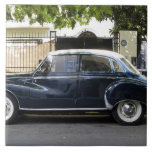 Coche viejo pero muy bien guardado de Audi Azulejos