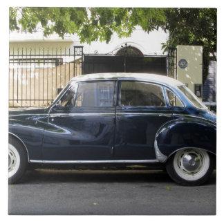 Coche viejo pero muy bien guardado de Audi Azulejo Cuadrado Grande