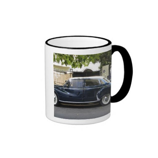 Coche viejo pero muy bien guardado de Audi Taza De Café