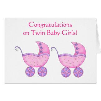 Cochecillo gemelo del rosa de las niñas de la tarjeta de felicitación