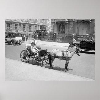 Cochecillo traído por caballo: 1900s tempranos impresiones