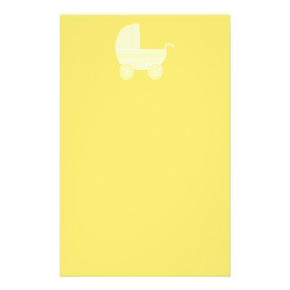 Cochecito de bebé amarillo flyer personalizado
