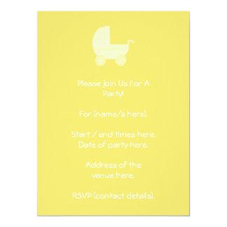 """Cochecito de bebé amarillo invitación 6.5"""" x 8.75"""""""