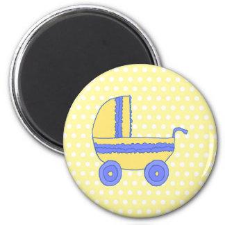 Cochecito de bebé amarillo y azul imanes de nevera