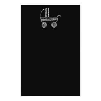 Cochecito de bebé blanco y negro tarjetón