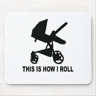 Cochecito de bebé - éste es cómo ruedo Tees.png Alfombrillas De Raton