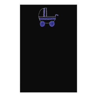 Cochecito de bebé negro y azul tarjetón