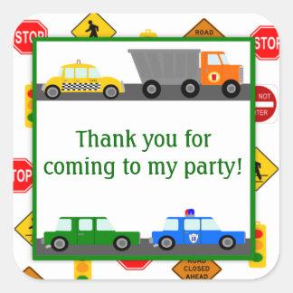 Coches, camiones y fiesta de cumpleaños de las pegatina cuadrada