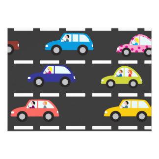 Coches coloridos en autopista sin peaje invitación
