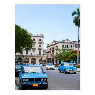 Coches viejos en las calles de La Habana Postales
