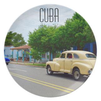 Coches viejos en Viñales Cuba Plato De Cena