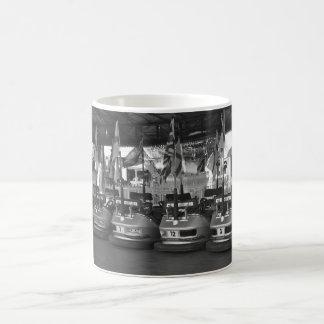 Cocheses de choque En una taza del Funfair