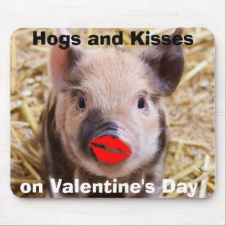 Cochinillo divertido del día de San Valentín diver Tapetes De Ratones