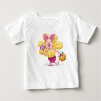 Cochinillo en traje de la flor camisas