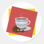 Cocido al vapor de la taza al vapor de café con lo pegatina