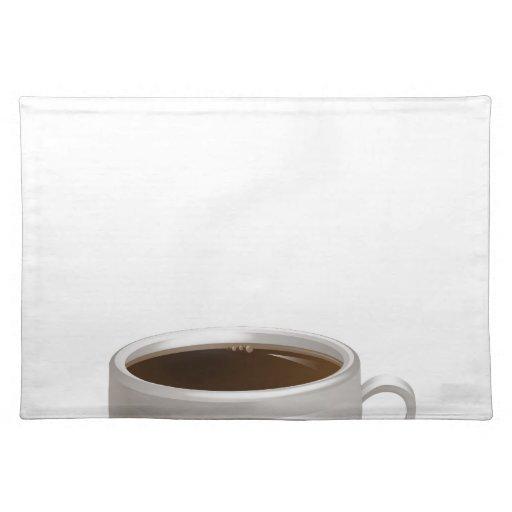 Cocido al vapor de la taza de café al vapor en el  mantel