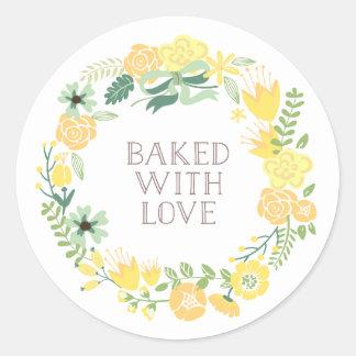 Cocido con la guirnalda floral el   del amor pegatina redonda