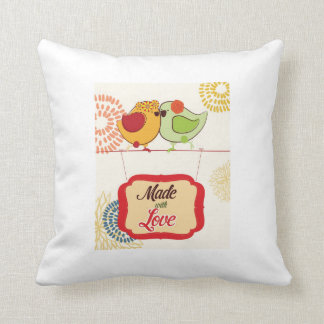Cocina francesa del país - pájaro en floral almohada