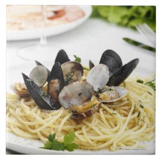 Cocina italiana. Alle vongole. de los espaguetis Teja