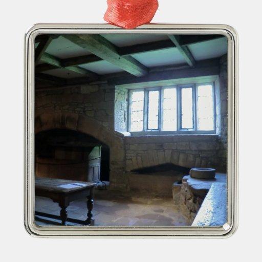 Cocina medieval de Haddon Pasillo Adorno Cuadrado Plateado