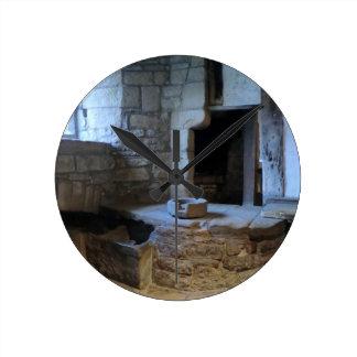 Cocina medieval de Haddon Pasillo Relojes De Pared