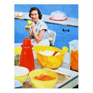 Cocina suburbana del ama de casa del kitsch de los postales