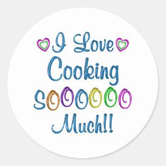 Cocinando amor tanto pegatina redonda