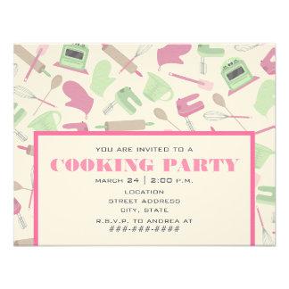 Cocinando la cocina rosada y verde de la invitació
