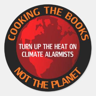 Cocinando los libros, no el planeta pegatina redonda
