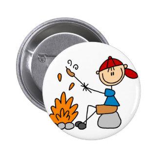 Cocinar el botón que acampa de los perritos calien