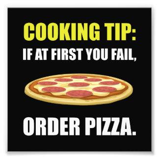 Cocinar la pizza de la extremidad fotografías