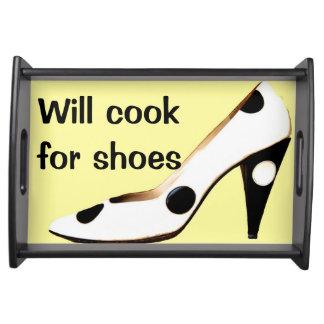 Cocinará para los zapatos bandejas