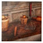 Cocinero - comida - equipo para hacer los Latkes Azulejo