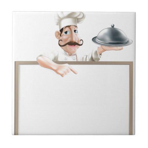 Cocinero con el disco que señala en la muestra teja  ceramica