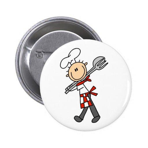 Cocinero con las pinzas de la ensalada pins